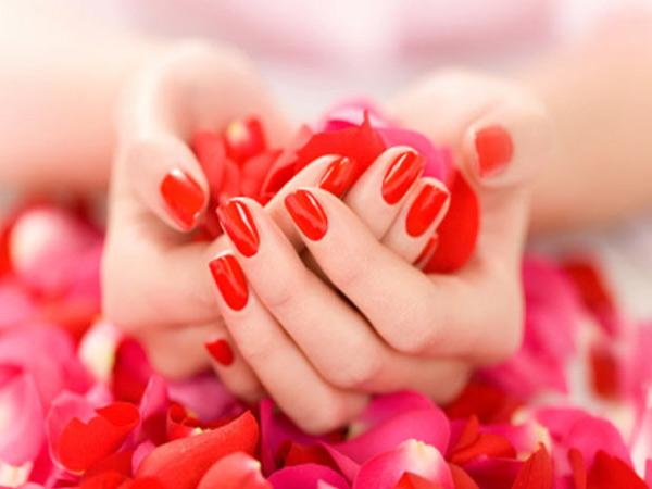 يوجد انثى لاتعشق طلاء الاظافر beautiful-hands.jpg